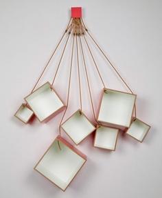 14. Ασύμμετρα τετράγωνα ράφια κρεμασμένα από κορδόνια