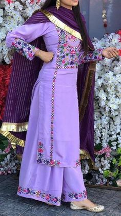 Patiala Suit Designs, Kurta Designs Women, Kurti Designs Party Wear, Indian Fashion Dresses, Dress Indian Style, Indian Designer Outfits, Embroidery Suits Punjabi, Kurti Embroidery Design, Stylish Dress Designs