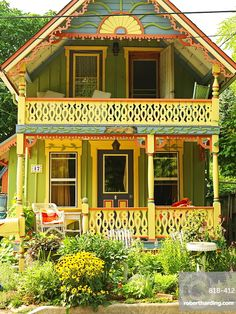 Home Decor Objects Ideas & Inspiration : colorful little bungalow Cozy Cottage, Cottage Style, Modernisme, Cabins And Cottages, Little Houses, Victorian Homes, Victorian Cottage, Exterior Paint, House Painting