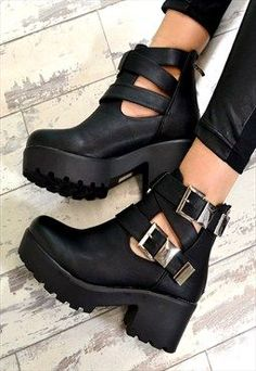 RAEGAN Chunky Heel Biker Style Chelsea Ankle Boots Black.  These boots are way too cute!