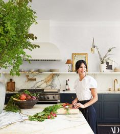 See Inside The Couple S Home Renovation Collaboration With Elizabeth Roberts See Inside The Couple 39 S Home Renovation Collaboration With Elizabeth Roberts Photos Architectural Digest Architectural Digest, Classic Kitchen, New Kitchen, Kitchen Decor, Kitchen Themes, Brooklyn Kitchen, Kitchen Ideas, Kitchen White, Marble Top Kitchen Island