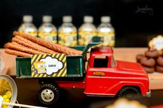 Great idea for hauling logs at a construction party! #construction #birthday #pretzels