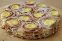 cinnamon bun with custard cream-The world's best cake - min side Norwegian Food, Pistachio Cake, Danish Food, Dessert For Dinner, Sweet Bread, Let Them Eat Cake, No Bake Cake, Food Inspiration, Love Food