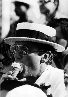 Gregory Peck eating ice cream :D