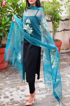 Teal Green Organza Floral Handpainted Stole is part of Indian designer outfits - Dress Indian Style, Indian Dresses, Indian Outfits, Kurti Designs Party Wear, Kurta Designs, Simple Dresses, Nice Dresses, Dresses Dresses, Party Dresses