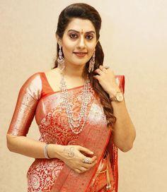 Beautiful Women Over 40, Beautiful Girl Indian, Beautiful Saree, Indian Actress Hot Pics, Indian Actresses, Fancy Sarees, Silk Sarees, Erica Fernandes Hot, Glamorous Makeup