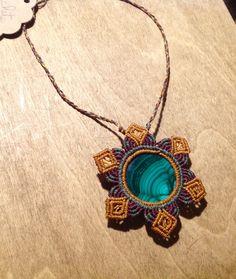 Collier macramé avec une pierre, la malachite, pierre semi-précieuse : Bracelet par macramaya