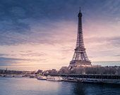 Want to make sure that your trip to Paris is the vacation of a life-time? Read this simple guide of things to see in paris (and what to absolutely avoid)! Best Vacation Destinations, Best Vacations, Amazing Destinations, Vacation Travel, Vacation Spots, Paris France, Paris Paris, Africa Nature, Video Nature