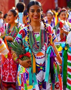 Mexican Outfit, Mexican Dresses, Mexican Clothing, Mexican Art, Mexican Style, Beautiful Mexican Women, Beautiful People, Beautiful Places, Venezuelan Women