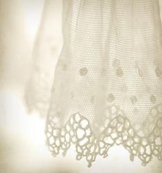 inspiration | add lace edging to your wedding table linens