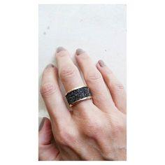 Dúvida boa: Anel faixa Swarovski Metallic. Versão banho ouro [Compras via direct] #copella #swarovski #anel #moda #prata925 #slowfashion