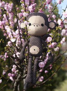 Bastel dir deinen eigenen Knuddel Süße Affe !   Dieser liebe Affe puppe ist 40 cm hoch, wenn er fertig ist.    Die Nähvorlage enthält eine leicht verständliche Bastelanleitung mit vielen...