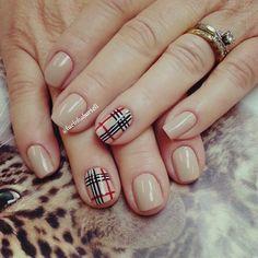 Burberry nails @lucinhabarteli