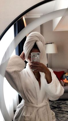 mirror pic in dana's room with drywall background Ideas Fotos Tumblr, Photos Tumblr, Mirror Pic, Vetement Fashion, Insta Photo Ideas, Luxe Life, Instagram Story Ideas, Belle Photo, Girl Photos