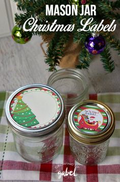 Free printable mason jar lid labels for Christmas help make easy homemade gifts for the holidays. Fill with homemade treats and add a bow!