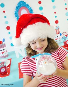 DIY Edible Snowman Snowglobe - perfect party favor or activity for kids to make during Holidays!