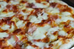 Pizza Prosciutto Funghi - CAIETUL CU RETETE Prosciutto, Hawaiian Pizza, Food, Meal, Essen, Hoods, Meals, Eten