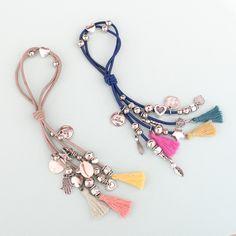 Colitas para el pelo by Ríe Simona - ¡También podés usarlas como pulseras! - Disponible en www.riesimona.com.ar Hair Jewelry, Women Jewelry, Diy Hair Scrunchies, Jewelry Crafts, Handmade Jewelry, Hair Rubber Bands, Sewing Headbands, Diy Keychain, Beaded Purses