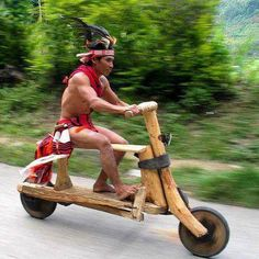 Unique solution to the transportation challenge, using organic material - The Wooden Bike ridden by the Igorot indigenous people of Baguio City in The Philippines. Wooden Scooter, Wooden Bicycle, Wood Bike, Bicycle Art, Bicycle Safety, Scooter Bike, Tricycle, Bike Downhill, Motos Harley