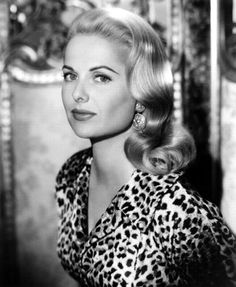 This list contains pictures of hairstyles of starlets and pin-ups from the golden days of Hollywood. It is a work in progress - not all the actresses have pictures yet. Please only request people who are not already in the list. Hollywood Waves, Golden Age Of Hollywood, Vintage Hollywood, Hollywood Glamour, Hollywood Stars, Classic Hollywood, Vintage Hairstyles, Wedding Hairstyles, Classic Movie Stars
