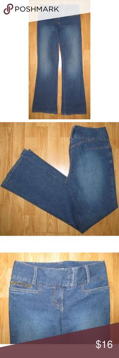"Cache Wide leg Retro 70s Jeans size 8 Really nice pair of Cache jeans in size 8. So cute & chic hype. They are more of a wide leg style, and retro 70s. In excellent gently used condition. Measures about 41"" long, 32"" inseam, 9"" rise, and 34"" around the waist. They have some stretch to them. 98% cotton 2% spandex. Cache Jeans Flare & Wide Leg"