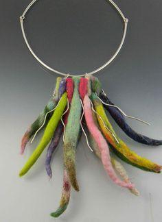 colorido neckpiece fieltro de lana y plata