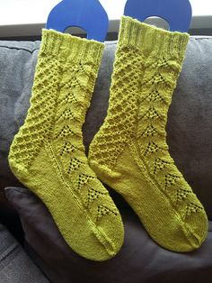 My socks are done! It's a lovely pattern, Qianer . Start date: October 6 2016 Completion date: October 10 2016 Pattern: Narcissus Lace Socks (Cuff Down) Yarn: Regia Winter Stars in Kiwi Needles: 2.5mm A link to your Project Page: Narcissus Lace Socks --- idlejane (Ravelry Name) said.