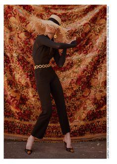 Via PAGEone Sun Hats, Photo Shoot, Capri Pants, Fashion, Capri Pants Outfits, Capri Trousers, La Mode, Fashion Illustrations, Fashion Models