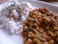 Dušená cizrna s cuketou Pitta, Chana Masala, Vegan Recipes, Good Food, Veggies, Low Carb, Cooking, Ethnic Recipes, Dinners