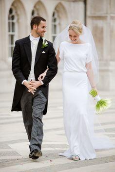 минималистичное и прекрасное платье от Maria Grachvogel. полная гармония с букетом))