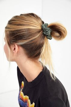 love the colors in this scrunchie set from urban outfitters *ftc disclosure: this is an affiliate link which means I may make a commission off of purchases made through this link Elegant Hairstyles, Short Bob Hairstyles, Braided Hairstyles, Wedding Hairstyles, Casual Hairstyles, Hair Styles 2016, Curly Hair Styles, New Hair, Your Hair