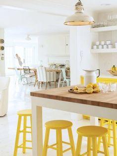 5 maneras de alegrar tus habitaciones con toques de color