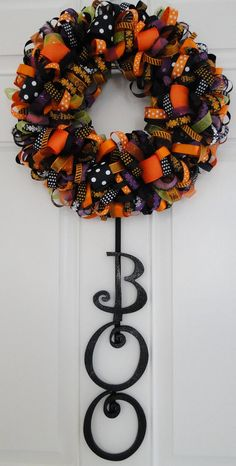 Halloween Wreath - this would be so cool to do for different seasons - ribbons or scrapbook paper, too!