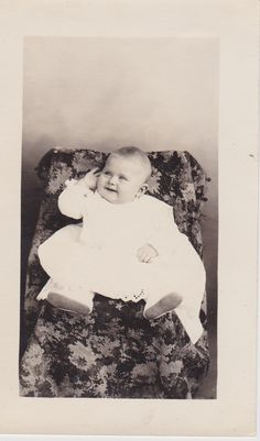 Pearl Elma Niswander - Photograph taken July 21, 1910.  Age 6 months, weight 17 1/2 lbs.  Born January 21, 1910 in Guthrie, Oklahoma.