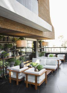 L'hôtel Nomaa au Brésil, cocon urbain très stylé, propulse Curitiba en bonne place sur la mappemonde du cool. La terrasse.