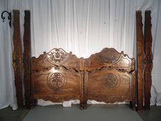 Paire de lits provencaux en noyer style Louis XV