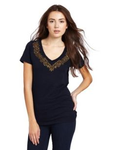 Short sleeve tee with contrast details along neckline