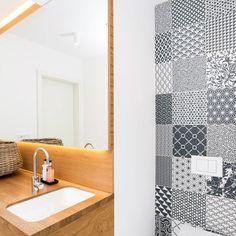 Koupelny - fotogalerie a inspirace | Favi.cz Divider, Sink, Bathtub, Bathroom, Furniture, Home Decor, Sink Tops, Standing Bath, Washroom