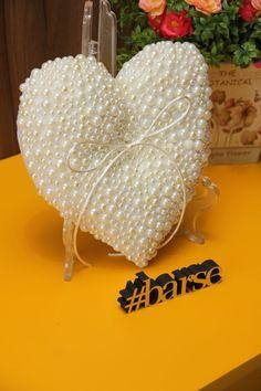 A pérola traz requinte ao casamento. Um toque especial na decoração e nos detalhes.