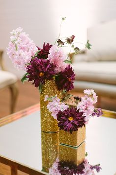 Romantic texas   Apryl Ann Photography   Read more - http://www.100layercake.com/blog/?p=75412 #goldglitter #floralcenterpieces