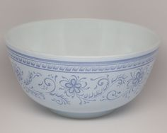 Hey, I found this really awesome Etsy listing at https://www.etsy.com/listing/214604526/1967-pyrex-brittany-blue-pattern-3qt