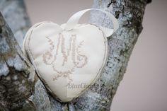 Une version plus subtil, la toile matelas est sur les cotés du cœur. Photographié par Bluecicada photography.