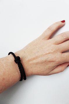 Bracelet nautique corde NOIRE. Bracelet porte bonheur femme/homme. Bracelet été 2016 noir. Bracelet nautique été. Bateau. Voile. Bijou Marin de la boutique BBSdeParis sur Etsy