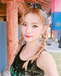 Saebyeol [#matilda #kpop #boxmedia #haena #dan-a #semmi #saebyeol #girlsgroup] Matilda, Kpop Girls, Idol, Queens, Twitter, Fashion, Moda, Fashion Styles, Fashion Illustrations