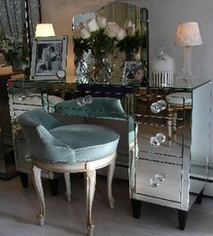 ♡GLAM. Feeling the need to carve out a girl space in my house just for me...might end up with something a little like this. #boudoir #vanity #girlspace