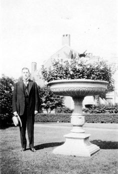 June 30 – Lovecraft in the yard of the house at 30 Orchard Avenue, Providence. Lovecraft Cthulhu, Hp Lovecraft, Star Monsters, Color Out Of Space, Lovecraftian Horror, Call Of Cthulhu, Writers And Poets, Gothic Horror, World Of Books