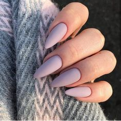 Semi-permanent varnish, false nails, patches: which manicure to choose? - My Nails Almond Acrylic Nails, Almond Shape Nails, Best Acrylic Nails, Acrylic Nail Designs, French Manicure Designs, Black French Manicure, Classy Acrylic Nails, Almond Nail Art, Almond Nails Designs