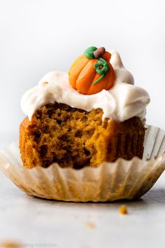 The one and only recipe for pumpkin cupcakes with cream cheese frosting that I'll bake! Easy to make and super moist with delicious pumpkin spice flavor.