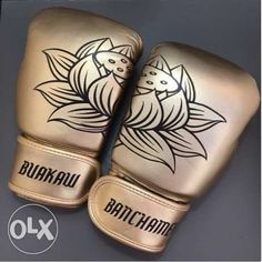 View Buakaw Banchamek Premium Leather Muay Thai Boxing Gloves Velcro for sale in Quezon City on OLX Philippines. Or find more Brand New Buakaw Banchamek Premium Leather Muay Thai Boxing Gloves Velcro at affordable prices. Kickboxing Gloves, Kickboxing Workout, Muay Thai Training, Boxing Training, Boxing Wraps, Buakaw Banchamek, Thai Boxer, Muay Thai Gym, Mma Gear