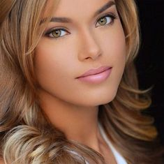 Discovred by : Style Estate Most Beautiful Faces, Beautiful Lips, Beautiful Women, Beautiful Clothes, Pretty Eyes, Cool Eyes, Brunette Beauty, Hair Beauty, Summer Hairstyles